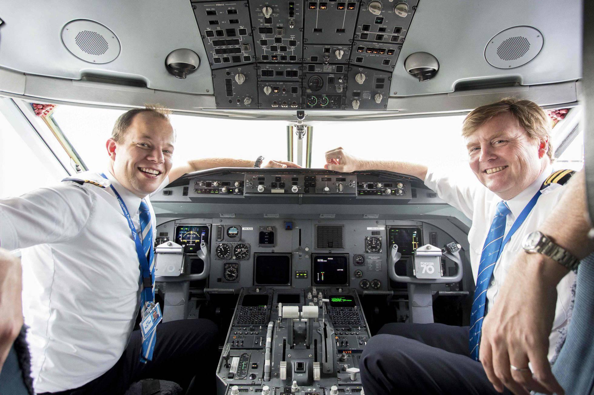 KLM Rei Willen da Holanda_piloto_cabine_amenimario