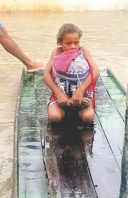 Rivania-Pernambuco-livros-mochila-enchente